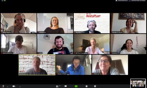 Zoom Meeting mit dem Team, Führen in der Krise