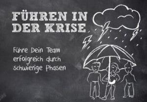Ein Team steht unter dem Regenschirm bei Gewitter
