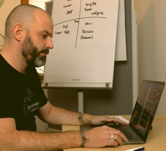 Alex führt online, online-Formate
